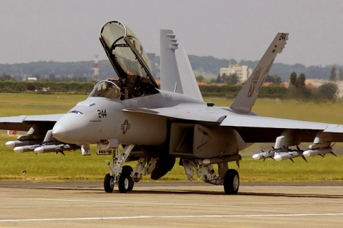 f18-super-hornet-taxiing-500x333