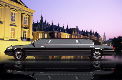 SIDE_OF_STRETCH_LIMO_134182434_std
