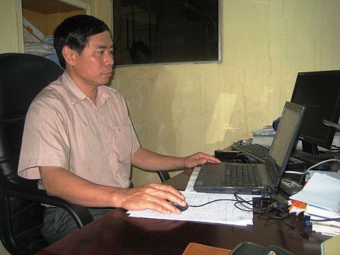 Tiến sĩ Nguyễn Thanh Quang tại phòng làm việc