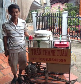 Chiếc máy phun thuốc điều khiển từ xa của anh Tuấn đã được bảo hộ độc quyền.