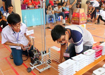 Hội thi còn là điều kiện để các em học sinh giao lưu, học hỏi và cùng nhau nghiên cứu khoa học, công nghệ.