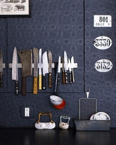 Một giá treo dao bằng nam châm