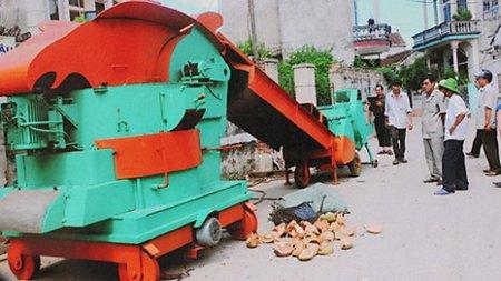 Chiếc máy xử lý rác thải hoàn chỉnh do ông Ngô Thái Nguyên chế tạo.