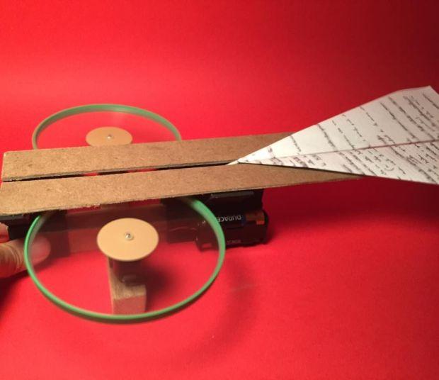 Máy phóng máy bay giấy Ảnh: http://www.instructables.com