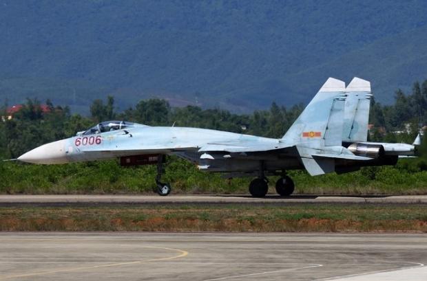Su-27S (NATO định danh là Flanker B), là biến thể 1 chỗ ngồi với động cơ cải tiến AL-31F. Thiết kế của Su-27S có một số cải tiến về mặt khí động học, nâng cấp hệ thống fly-by-wire. Máy bay bắt đầu đi vào phục vụ trong Không quân Liên Xô từ năm 1984.
