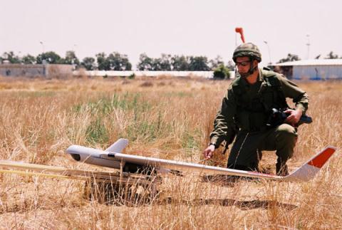 UAV chuẩn bi được phóng, trở thành tai mắt cho vũ khí quân sự của lực lượng pháo binh Việt Nam