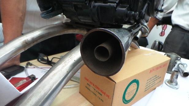 Ông Trọng cho biết, khi lắp thiết bị này xe giảm thiểu gần như tối đa việc làm nóng ống bô xe