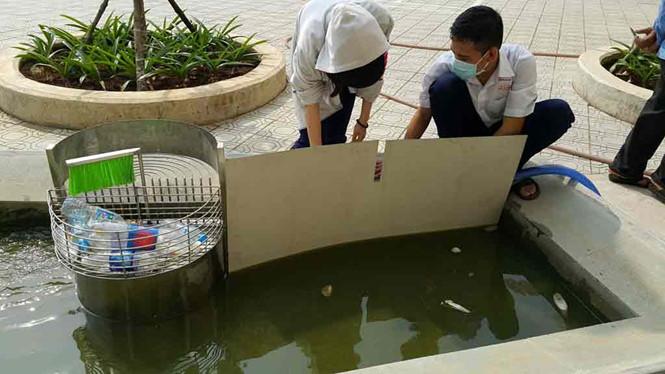 Thực nghiệm thực tế với thiết bị thu gom rác - Ảnh: Nhân vật cung cấp