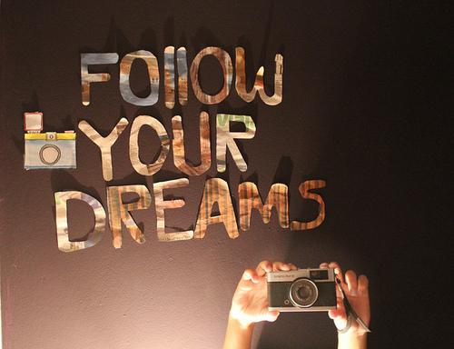 Nếu có đam mê thì hãy tỉnh dậy đi, mạnh mẽ lên và hãy sống vì nó. Hãy thử một lần vì đam mê mà vượt qua tất cả.
